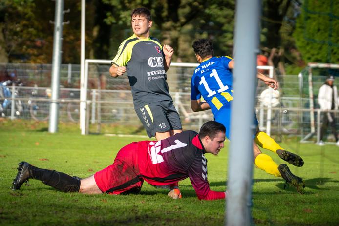 De Paasberg, zaterdag 1, voor het laatste in de shirts met De Walm achterop.