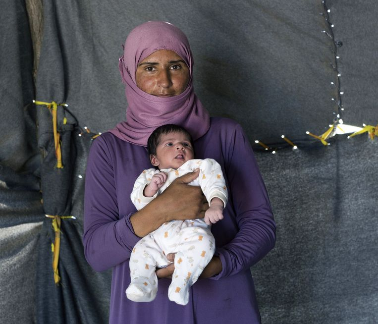 Samar met haar dochter Sedan. Beeld Petros Giannakouris / AP