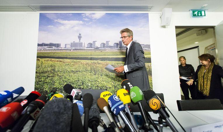 Huib Gorter voor aanvang van de persconferentie naar aanleiding van de vliegtuigramp boven de Oekraïne. Beeld anp