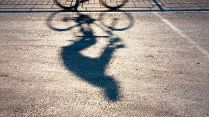 Dronken fietser rijdt tegen geparkeerd voertuig: fiets zes uur aan de ketting