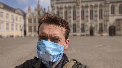 Laat u opnieuw rondleiden in Brugge: volg de gids met het 'zwaan-mondkapje'