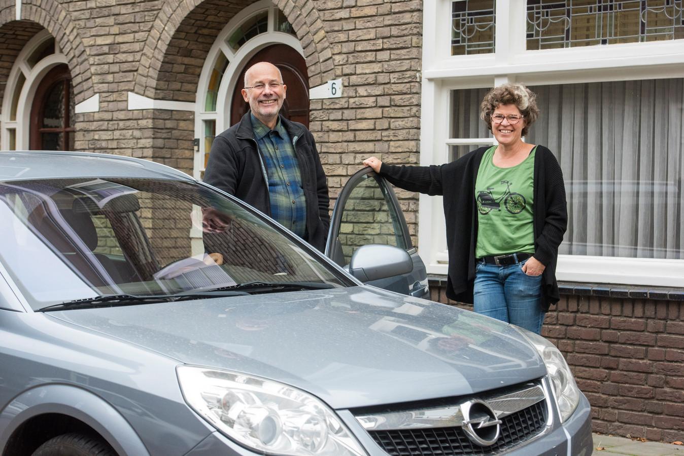 Peer Bressers en Brigitte van Gemert, particuliere autodelers.