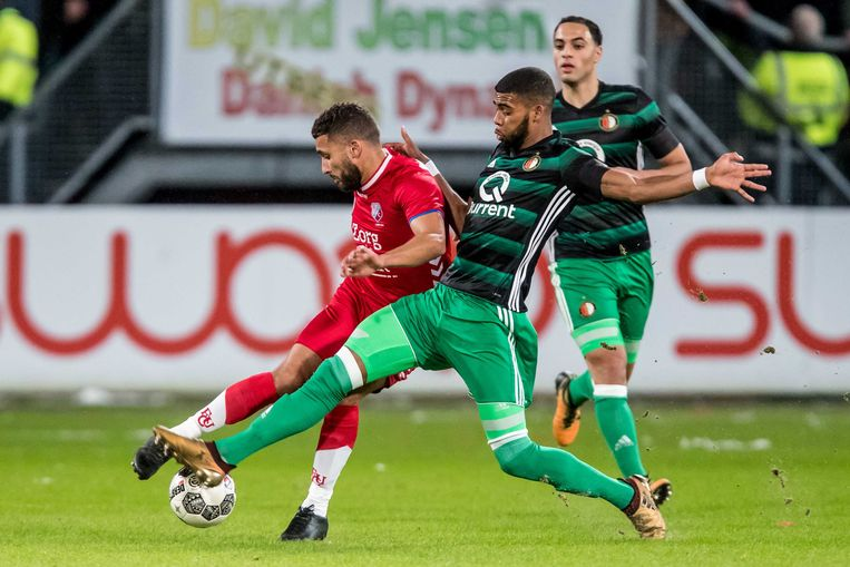 Feyenoord-speler St. Juste (r) in duel met Utrecht-speler Labyad. Beeld ANP Pro Shots