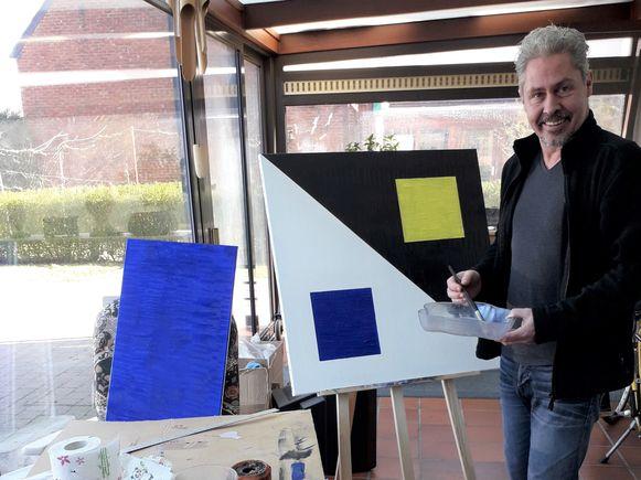 """Olivier Adams worstelt zich door een depressie: """"Schilderen helpt me genezen""""."""