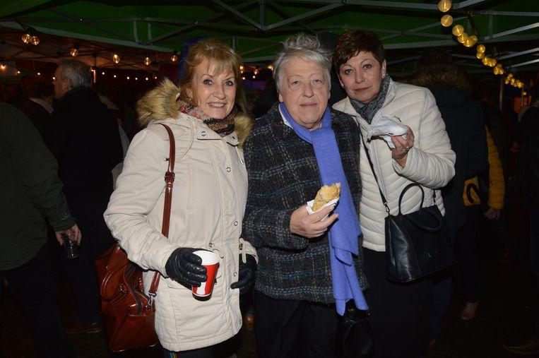 De inwoners van Haaltert genieten van de nieuwjaarsreceptie op het Sint-Goriksplein.
