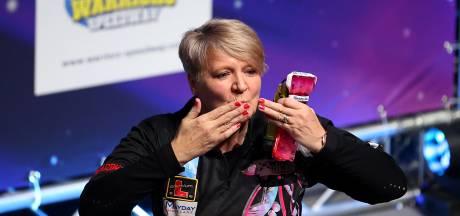 Ashton pakt als eerste vrouw ooit PDC Tour Card bij Q-School