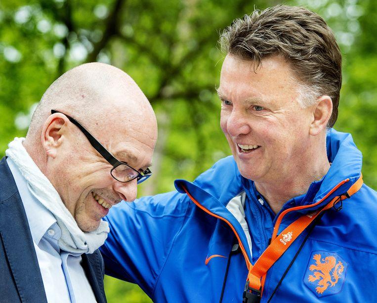 Maurits Hendriks (L) in gesprek met Louis van Gaal Louis van Gaal. Beeld anp
