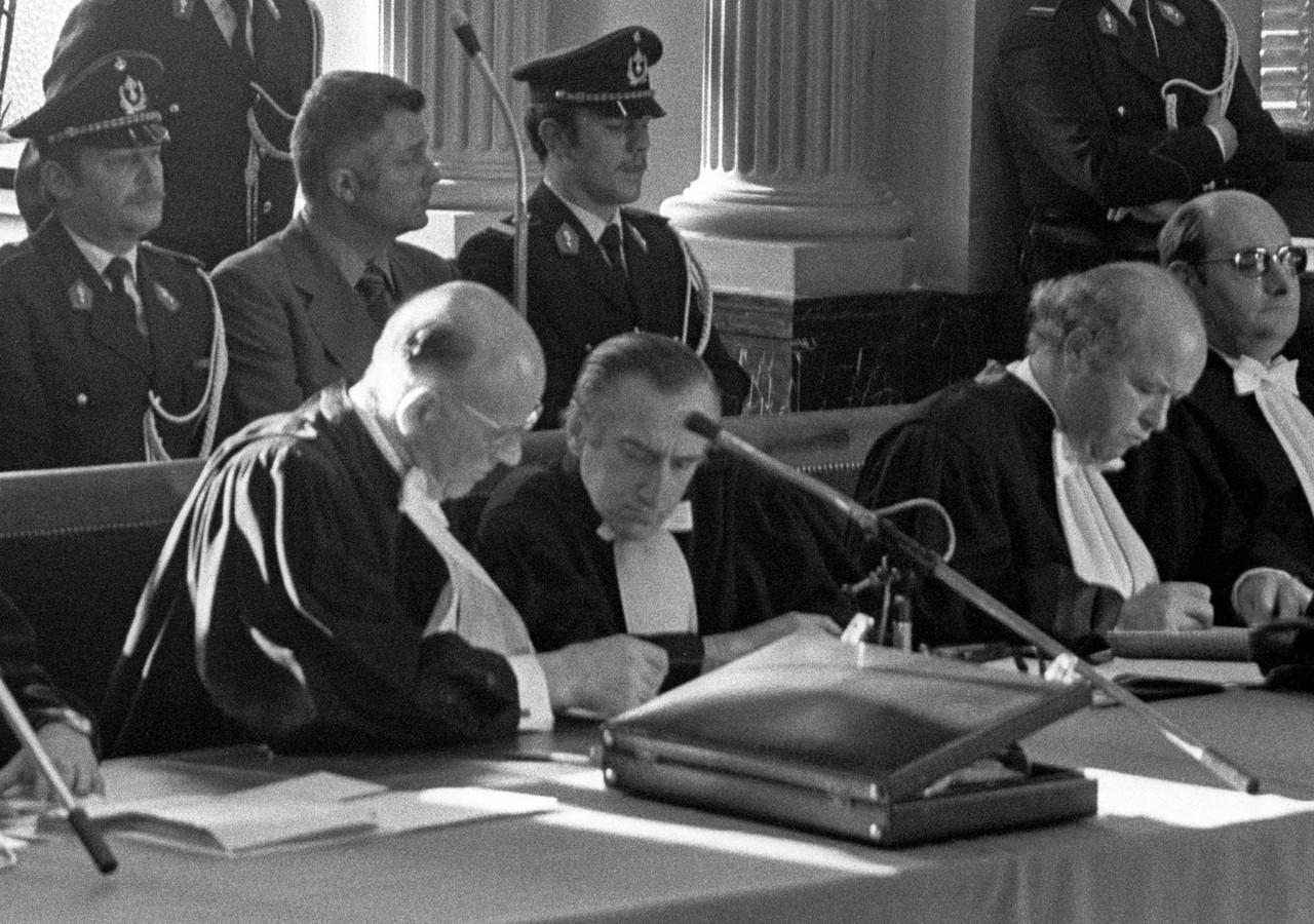 Archief: proces Jespers - Leo Martens (midden)