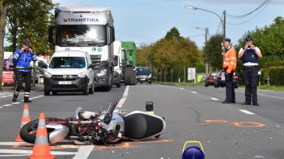 Motorrijder (36) sterft na klap tegen auto