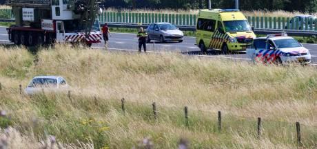 Auto ramt hek langs A73 bij Beers