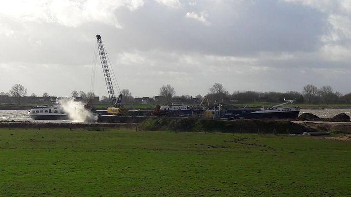 In het ontzandingsplan Over de Maas bij Alphen wordt nog steeds granuliet gestort.