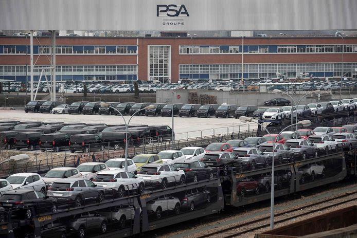 Een autofabriek van PSA in Poissy, bij Parijs