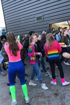 Via een hindernisbaan het Zwijsen College in op de laatste schooldag