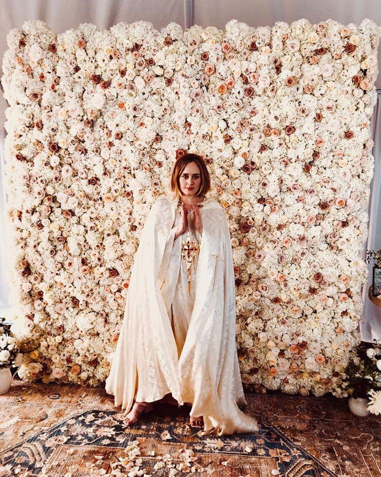 """Adele als pastoor. """"Ik grijp elk excuus om me te kunnen verkleden."""""""