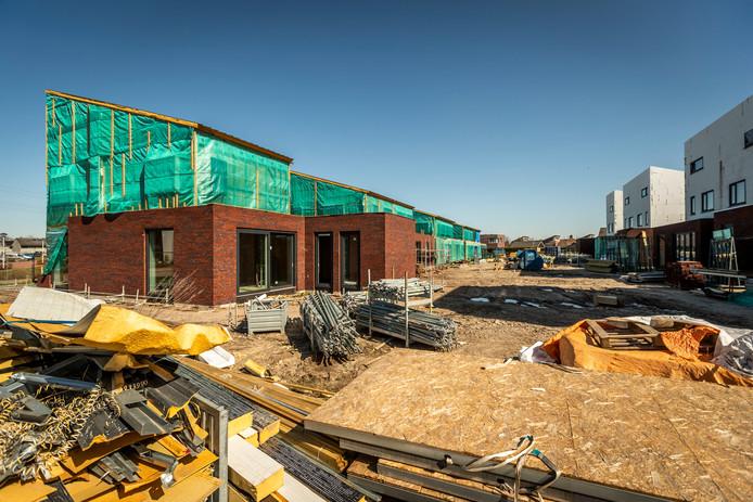 Door een schuldeiser ligt de bouw van 26 nul-op-meter woningen in Helmond stil.