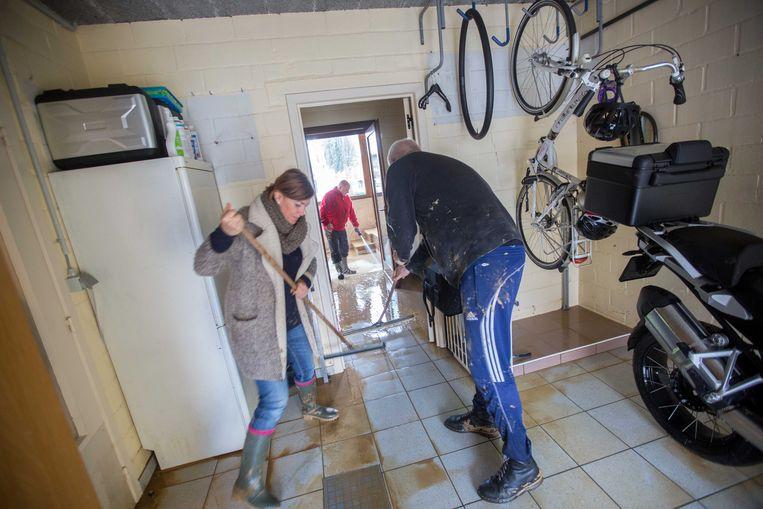 Christine 'Tinne' Buelinckx en haar man kregen hulp van een zestal leden van de Oosterse Krijgskunst School