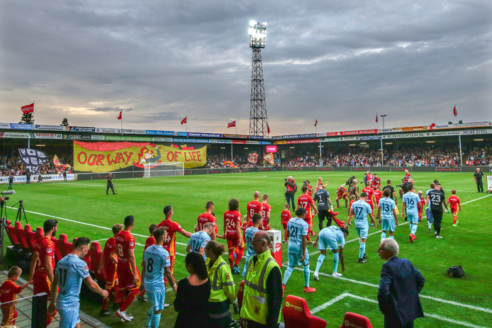 season start for Go Ahead Eagles and MVV, players entering the field, seizoen during Go Ahead Eagles - MVV Maastricht NETHERLANDS, BELGIUM, LUXEMBURG ONLY COPYRIGHT BSR/SOCCRATES