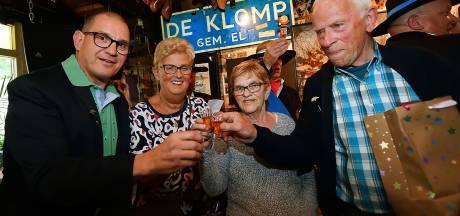 Uitreiking moeierboompjes in Etten-Leur