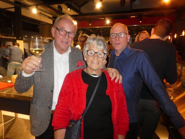 Fons Hesseling, van slagerij Hesseling, moeder Nel Blaauw en broer Sjors Blaauw. Beeld Hans van der Beek