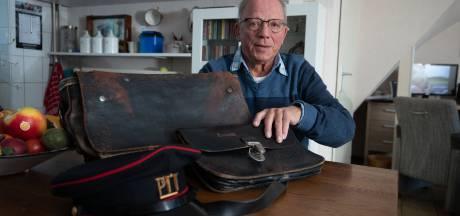 Postbode uit begintijd Dronten en Lelystad blikt terug in boek: 'Ik bracht brieven én nieuwtjes'