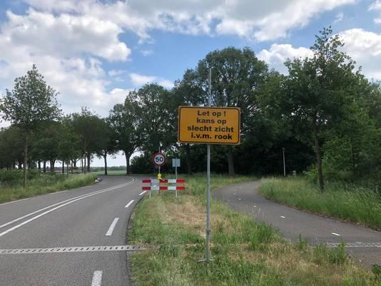 De gemeente Deurne voerde woensdagmiddag maatregelen in die de kans op ongevallen door de rook moeten verkleinen, zoals hier bij de Kanaalstraat.