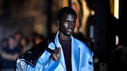 """Raf Simons zet zich af tegen streetwearhype in Parijs: """"Er moet iets veranderen"""""""