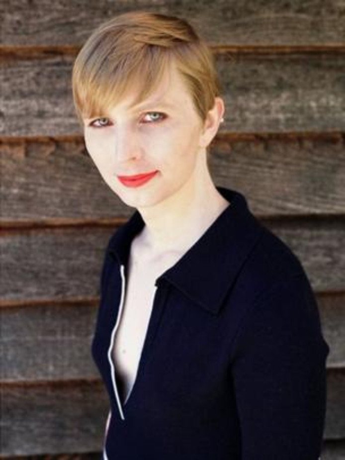 ,,Okay, so here I am everyone!!'' schreef Chelsea Manning gisteren bij haar eerste foto na haar vrijlating. Gevolgd door: #HelloWorld.