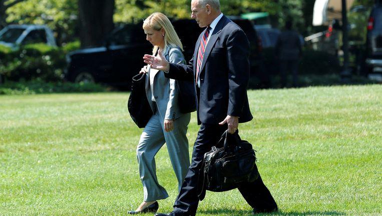 John Kelly en Kirstjen Nielsen op de South Lawn van het Witte Huis.