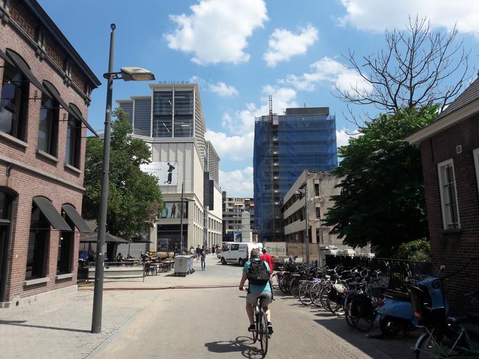 De bestrating rond Primark werd duurder, de vertraging van het stadskantoor maakte extra maatregelen noodzakelijk.