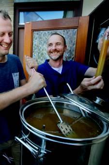 Zwagers worden blij van écht Zwijndrechts bier