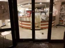 Ruiten aan diggelen na mislukte inbraak bij apotheek in Hengelo
