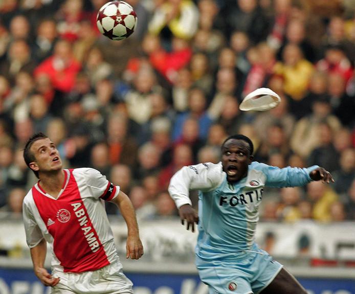 Gyan verliest zijn tulband tijdens de klassieker tegen Ajax.