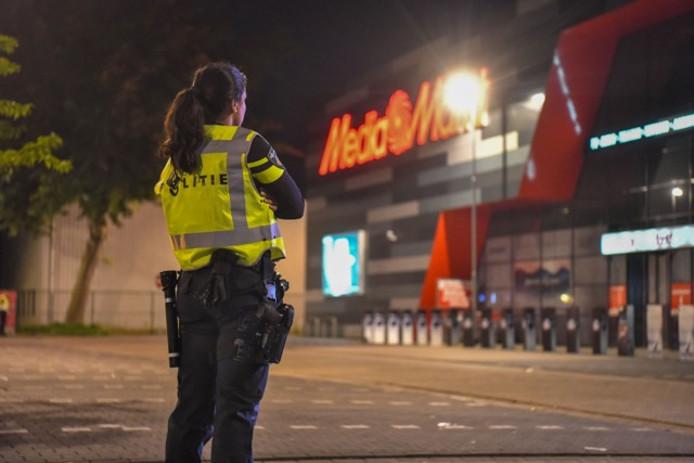 Bij de Mediamarkt op Ekkersrijt zijn in de nacht van maandag op dinsdag vier mannen aangehouden.