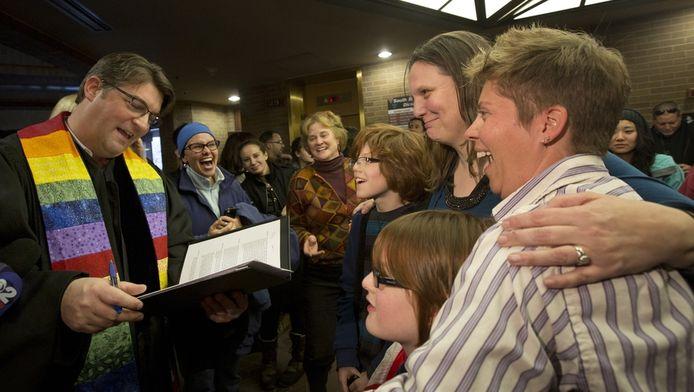 Direct nadat de rechter het homohuwelijk had toegestaan, werd er getrouwd in Salt Lake City. Ruth en Kim trouwen, in bijzijn van hun twee kinderen.