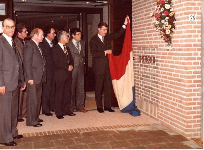 Burgemeester Gerard Elsen opende op 28 oktober 1978 het (huidige) gemeenschapshuis D'n Bond aan de Rapportstraat in Veldhoven.