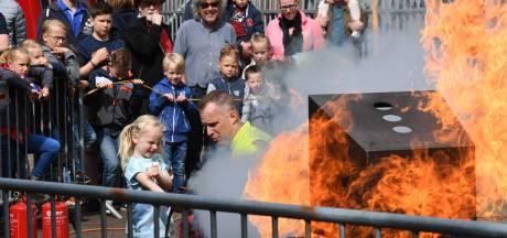 Voor even zelf een spuitgast: tweede 'Brandweer Experience' Tiel trekt opnieuw vele honderden bezoekers