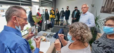 Bloemen en bedankjes bij afscheid van het snoepwinkeltje: 'Waar hebben we het aan verdiend?'