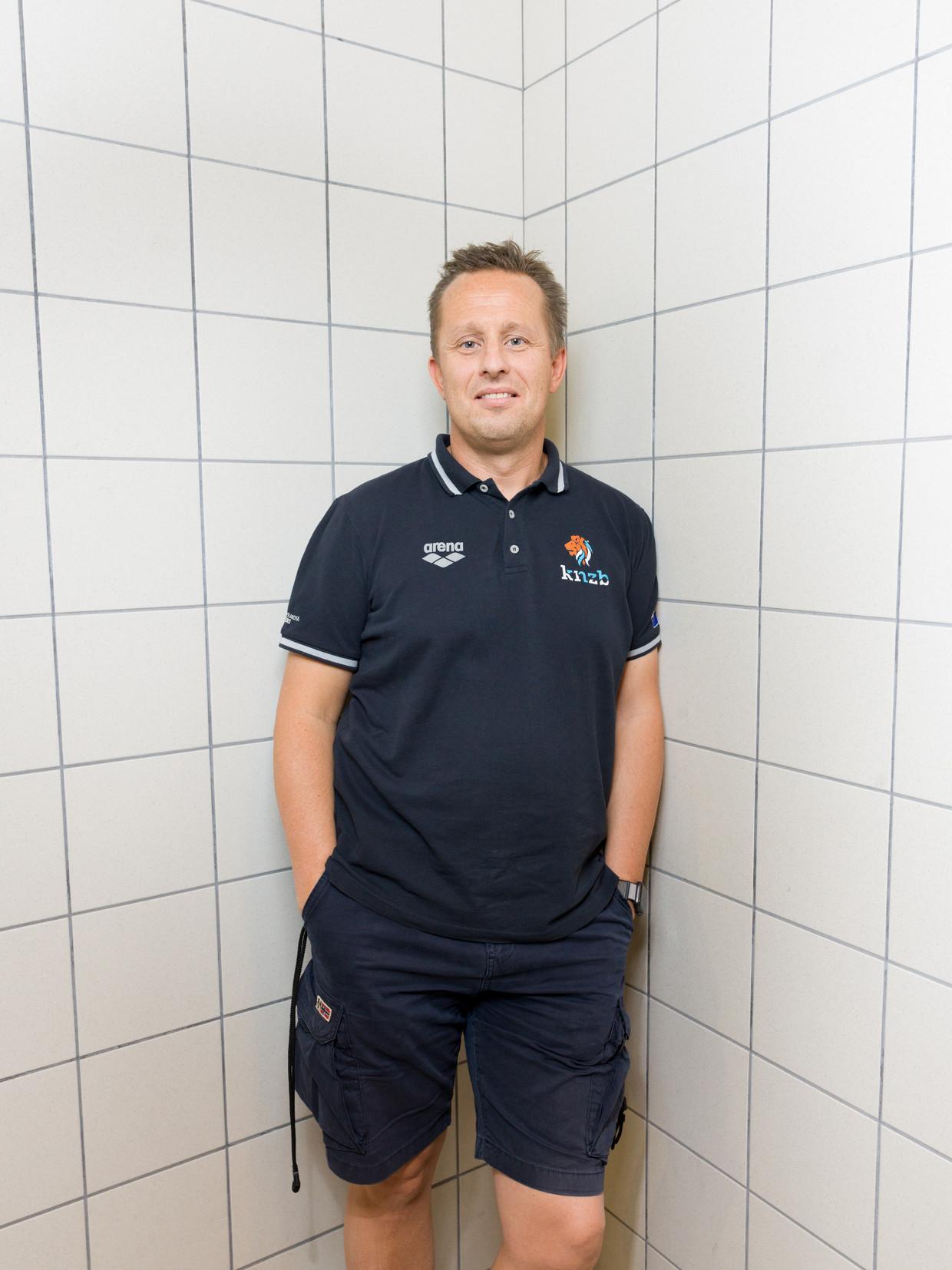 Mark Faber komt altijd als eerste en gaat als laatste in het Sloterparkbad.