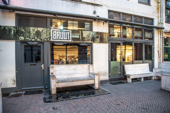 Café Bruut is al ruim twee maanden gesloten in afwachting van een horecavergunning.