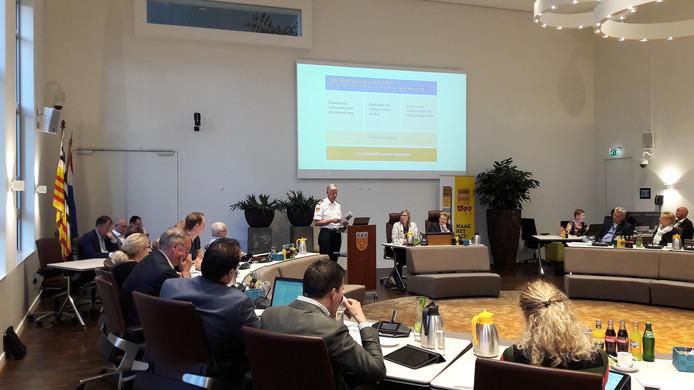 Plaatsvervangend commandant Gert-Jan Verhoeven van de Veiligheidsregio gaf vooraf een presentatie.