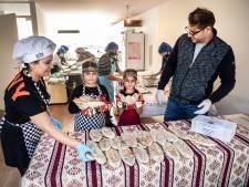 Wijchense vrouwen uit Armenië bakken duizenden broodjes tegen oorlogsleed