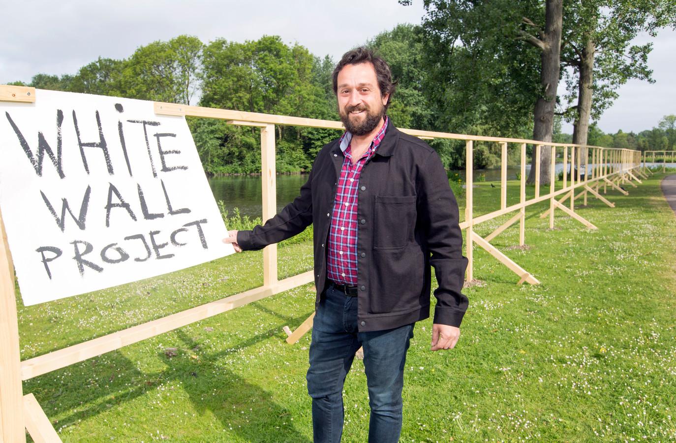 Het Project The White Wall Is Kindje Van Kunstenaar Paco Dalmau
