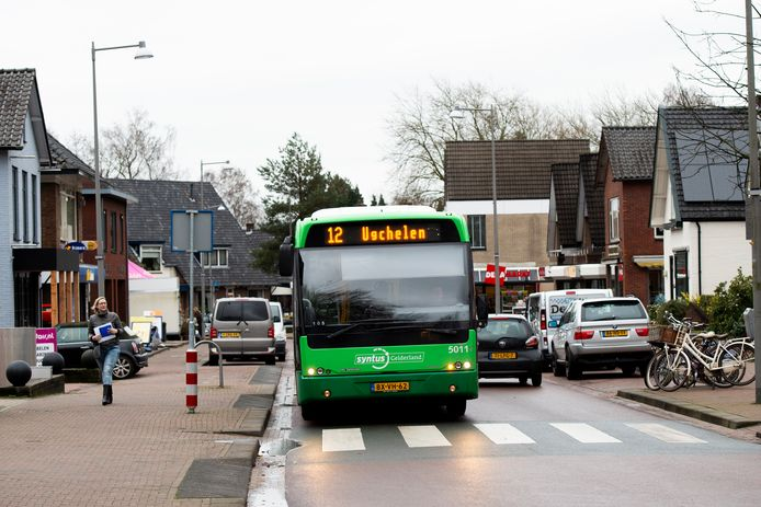Wanneer de bus na december niet meer door - onder meer - Ugchelen rijdt moet er als alternatief  een vorm van 'aanvullend' vervoer komen, zo bepleit de gemeente Apeldoorn.
