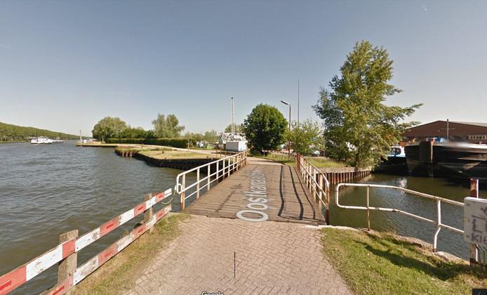 De brug in de Oostkanaaldijk in Maarssen bij Ballast Nedam is tot 1 september dicht.