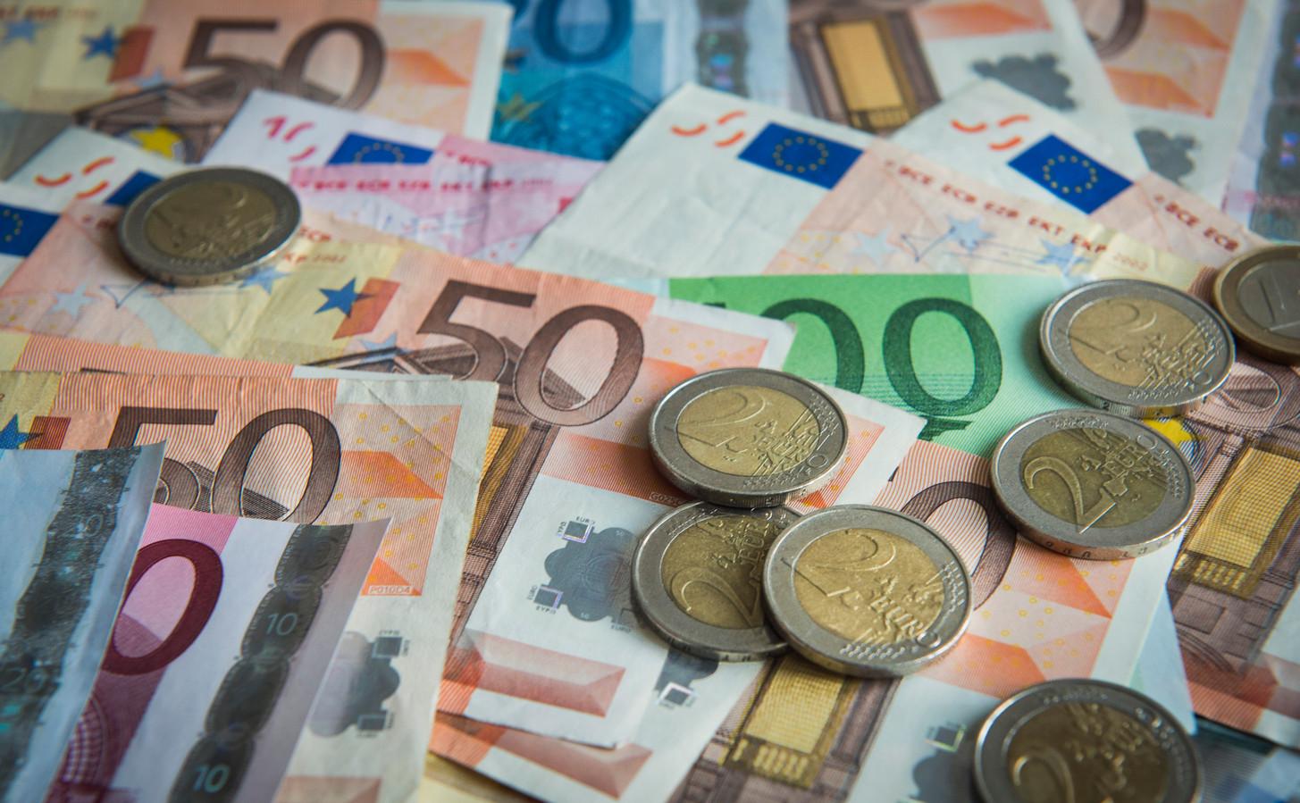 De gemeente Hellendoorn moet dit jaar ineens miljoenen euro's bezuinigen, en snel ook!