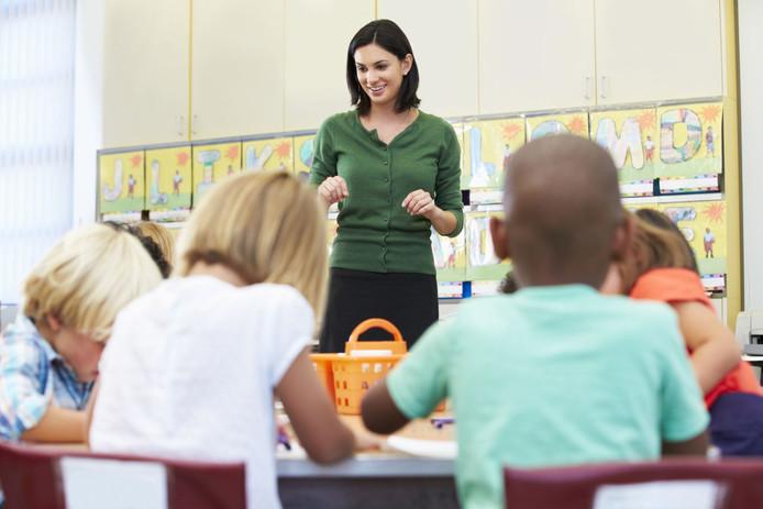 In Zeeuws-Vlaanderen staan Vlaamse leraren voor de klas.