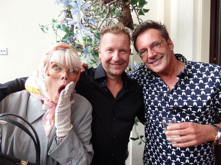 Met zangeres Hansje Ravesteijn en zanger Gerard Joling: 'We hebben nooit aan elkaars piemeltje gezeten.' Beeld Schuim
