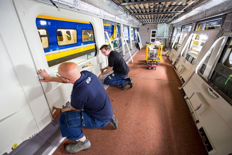Haarlem renovatie van NS dubbeldekkers in de remise. foto: ARIE KIEVIT Beeld Arie Kievit