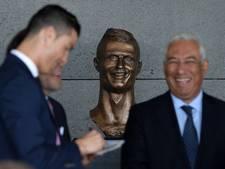 Internet lacht om beeld 'ter ere van de lelijke neef' van Ronaldo