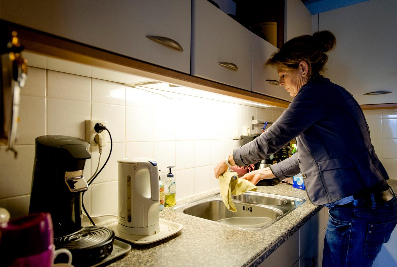 De gemeente Eindhoven heeft de huishoudelijke hulp voor zieken en ouderen versoberd. Foto ter illustratie.